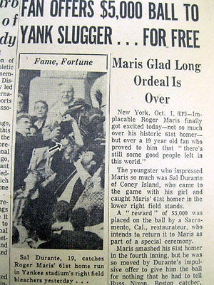 1961 newspaper NY Yankee ROGER MARIS breaks BABE RUTHs home run record HITS # 61