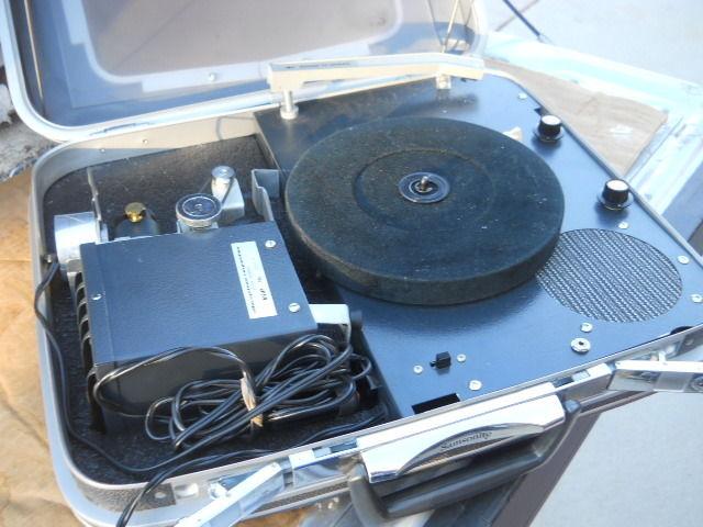 VINTAGE VIP ELBA PORTABLE VIDEO PROJECTOR  Record Player Samsonite Briefcase
