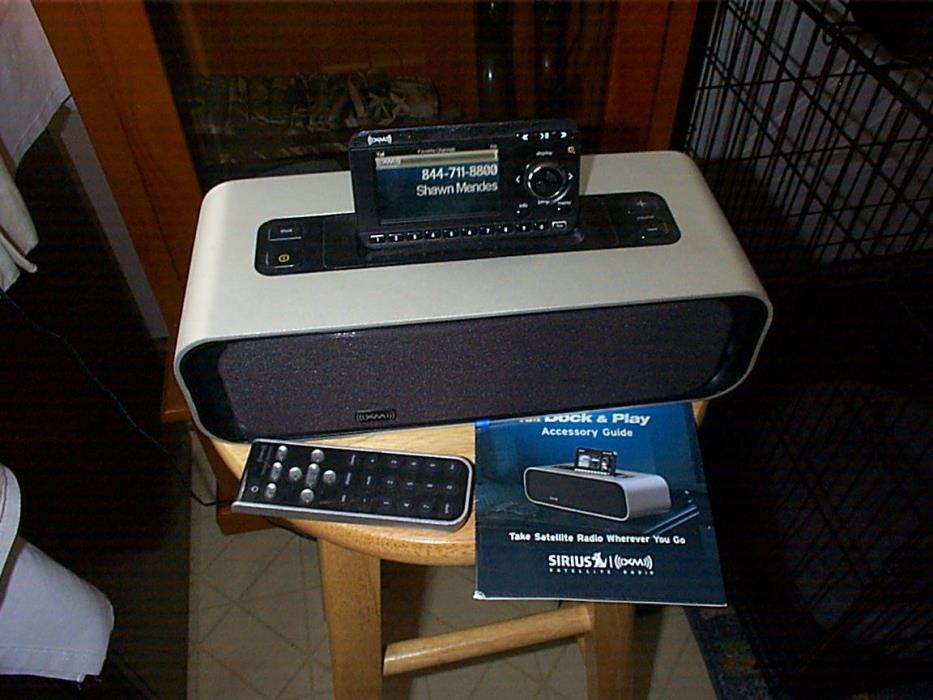 Audiovox SIRIUS XM SATELLITE RADIO PORTABLE SPEAKER DOCK XMAS100 and Receiver