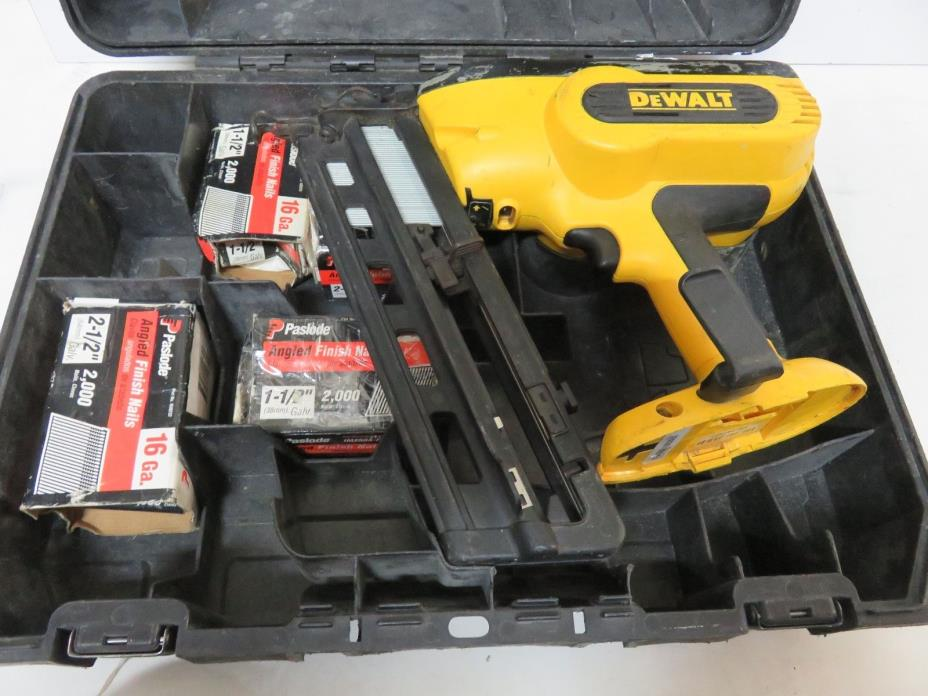dewalt 18v DC618 16ga finish nailer angled magazine Bare Tool Work Great