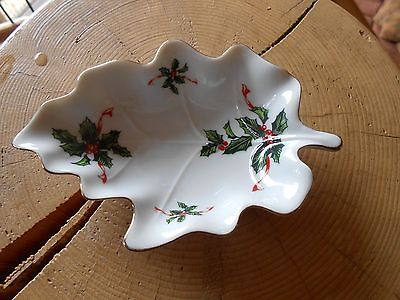 Small Lefton China Holly Leaf Print Leaf Shaped Dish #03049