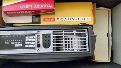 Vintage Kodak Carousel Custom 860 H W/140 Remote and stack loader TESTED