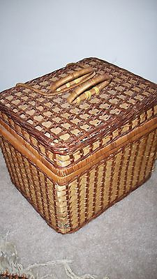 Wicker Picnic Sewing Pool Carry Basket w/ Handles & Closure Light Woven 11 x 13