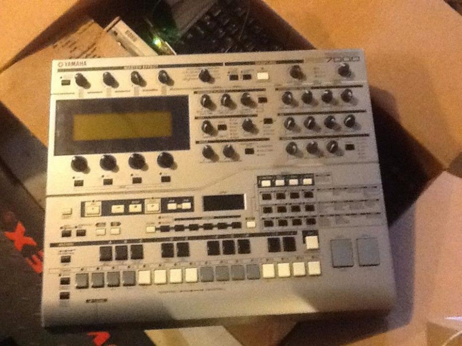 Yamaha RS7000 Music Production Studio