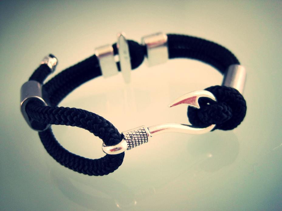 Bullmaster Kingfish- Fish Hook Bracelet™, Camo or Black Primo Cord Bracelet, USA