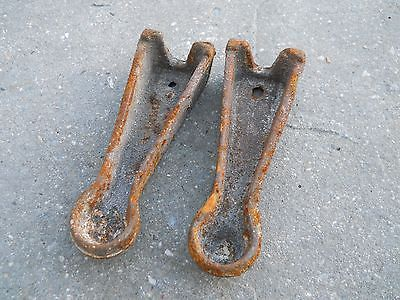 2 vintage cast iron stove legs 5