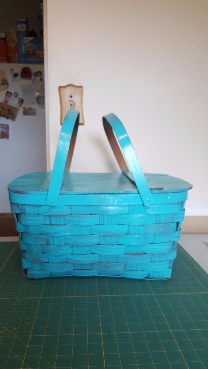 Vintage large picnic basket - latticed -