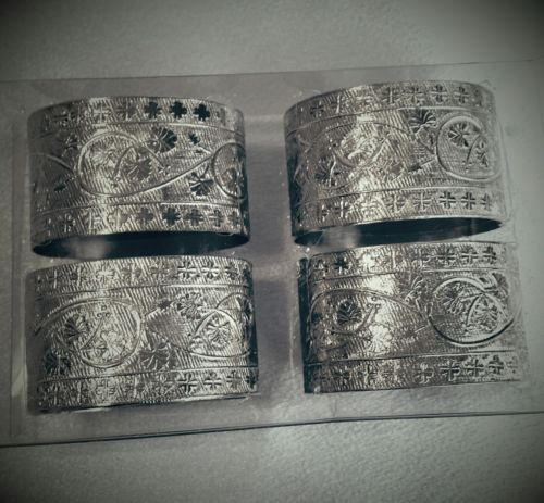 Napkin Rings Siver colored metal.