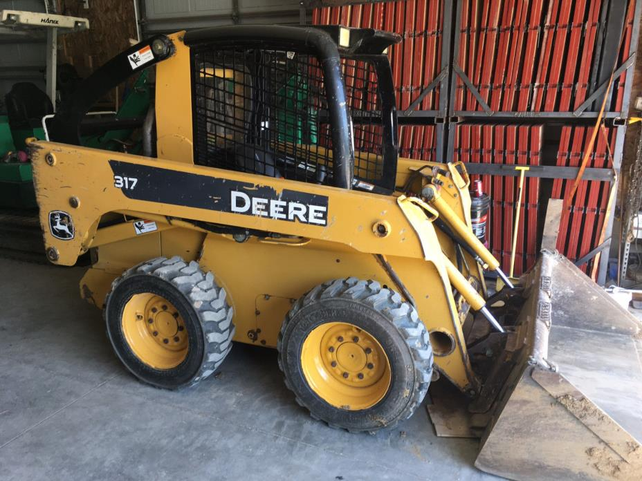 06 John Deere 317 Skid Steer Loader