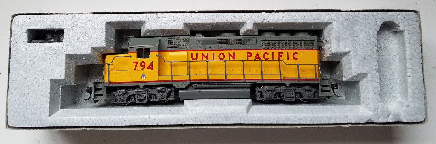 Kato HO Scale GP35 Union Pacific Engine 37-3010 #794 1C w/DB Excellent