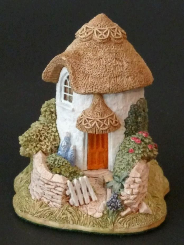 Lilliput Lane THIMBLE COTTAGE with Box and Deed - Excellent Condition