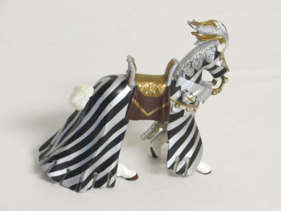 PAPO White Knight's Horse 4