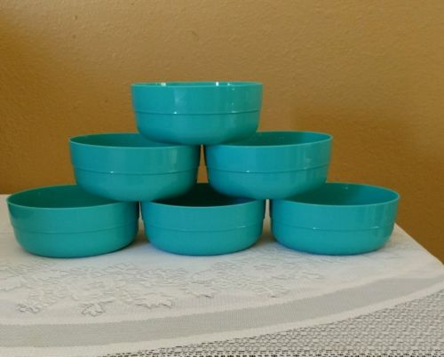 Tupperware  Set of 6   2Cups Cereal Bowls