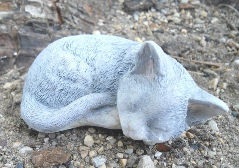 Latex tiny sleeping cat kitten kitty Mold Plaster mold Concrete mold