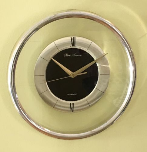 PARK AVENUE QUARTZ WALL CLOCK GOLD RETRO VINTAGE 80s
