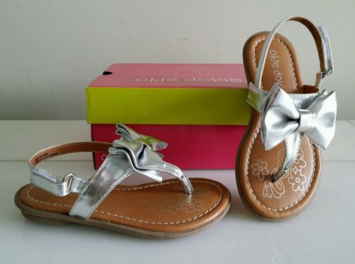 NEW Baby Girl Sandals Shoes, Size 10, Color Silver Toddler   Very nice   NWBox