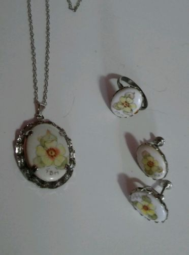 Vintage Avon Yellow Floral Cameo Set Necklace Earrings Clip & Ring
