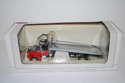 1/64 Freightliner M2 Peterbuilt tilt bed flatbed tow Truck New in Box by Ertl