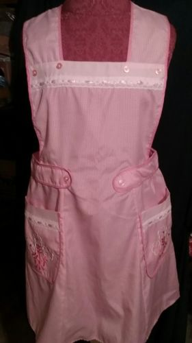 PINK GINGHAM APRON WITH APPLIED FLOWERS ON THE POCKETS HOME/HANDMADE