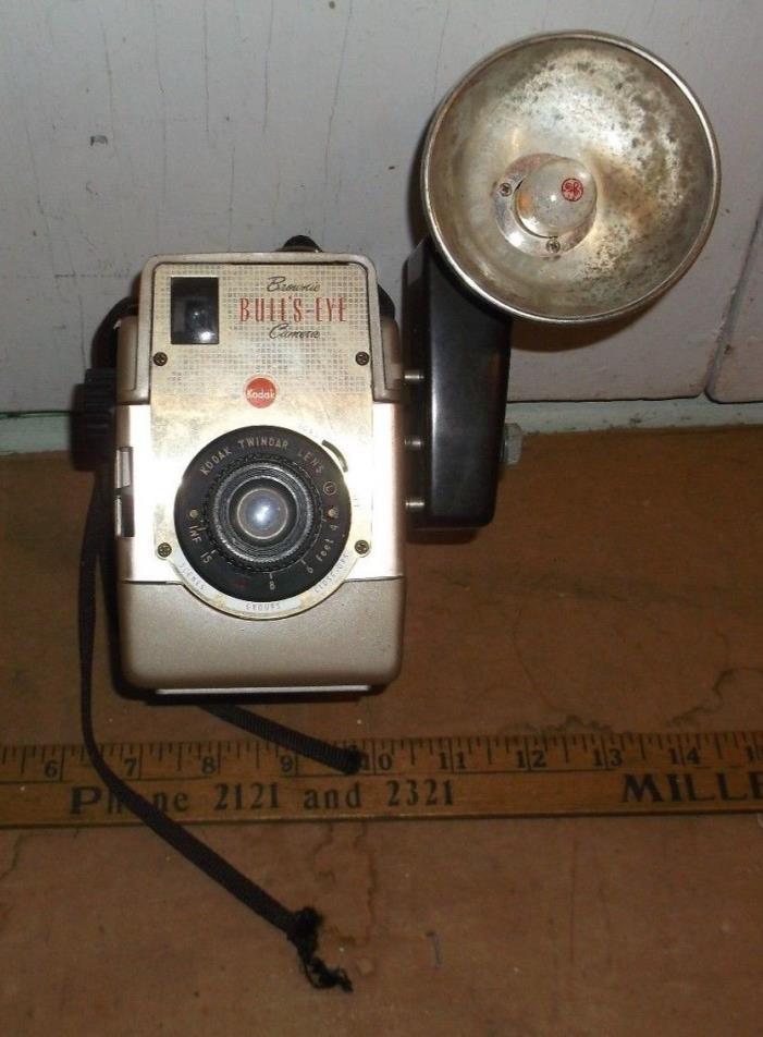 vintage camera : Eastman Kodak Brownie Bull's-Eye Camera