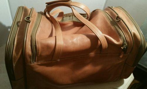 Hartman leather tan duffle bag with detachable shoulder strap.