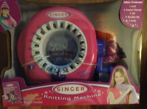 BRAND NEW SINGER KNITTING MACHINE AGES 6+  NKOK A2702 WITH YARN