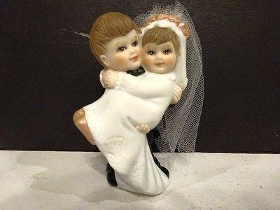 SEMDER COLLECTION BRIDE & GROOM CERAMIC WEDDING CAKE TOPPER -E