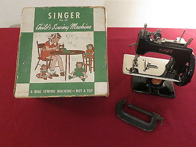 VINTAGE MINIATURE SINGER No.20 CHILD's SEWING MACHINE W/BOX MADE IN U.S.A.