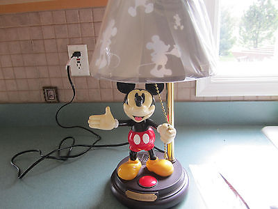 VINTAGE MICKEY MOUSE TALKING LAMP  Non WORKING ?? For Parts or Repair?