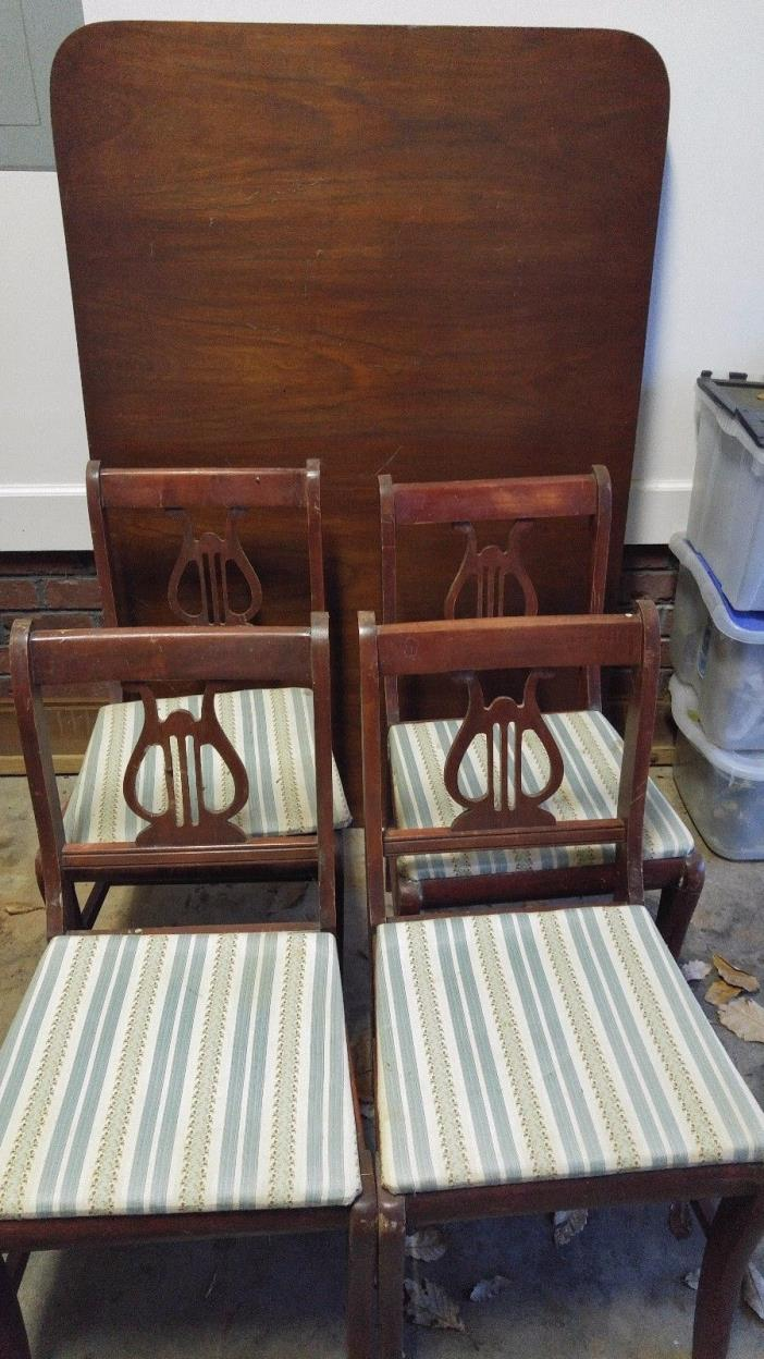 Table with 4 Chippendale Chairs, mahogany