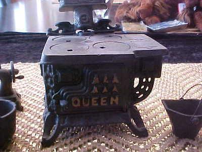 VINTAGE CAST IRON MINIATURES LOT Queen Stove Pots Pans + Antique Sewing Machine