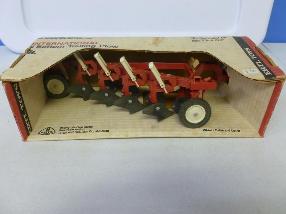 Ertl Toys International 4-Bottom Trailing Plow in Original Box 1/16