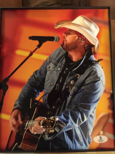 TOBY KEITH SIGNED BECKETT BAS COA 8X10 PHOTO blowout sale price