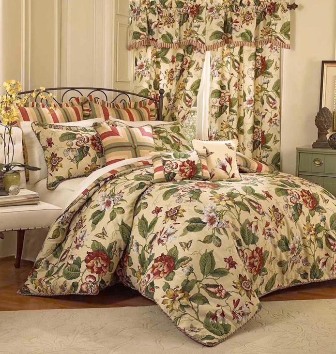 Waverly Laurel Springs King Comforter Set in Parchment