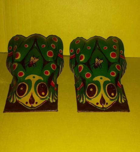 Vintage Pair Tin Painted Litho Frogs Clicker Toys LOUD Noisemakers Old