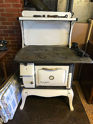 Antique VICTOR JUNIOR Wood Cook Stove