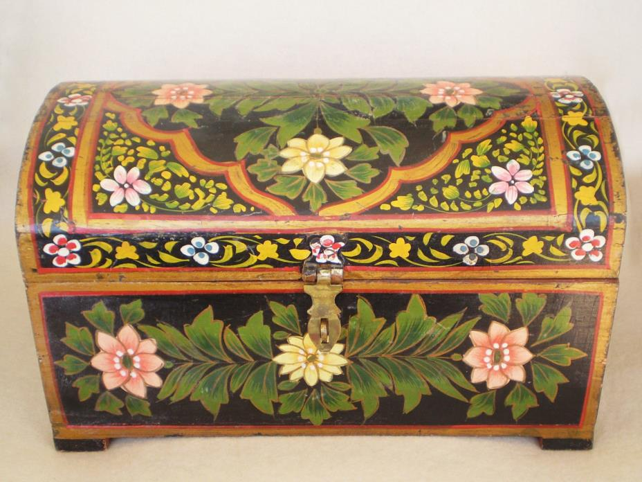 Vintage FOLK ART Olinala Hand Painted Floral TOLE WOOD Trunk Shaped BOX Flowers