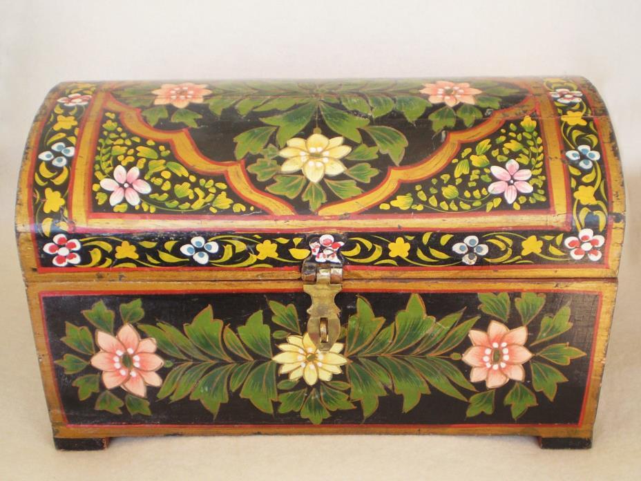 Vintage FOLK ART Olinala Hand Painted Floral TOLE WOOD Trunk Shaped BOX Flowers