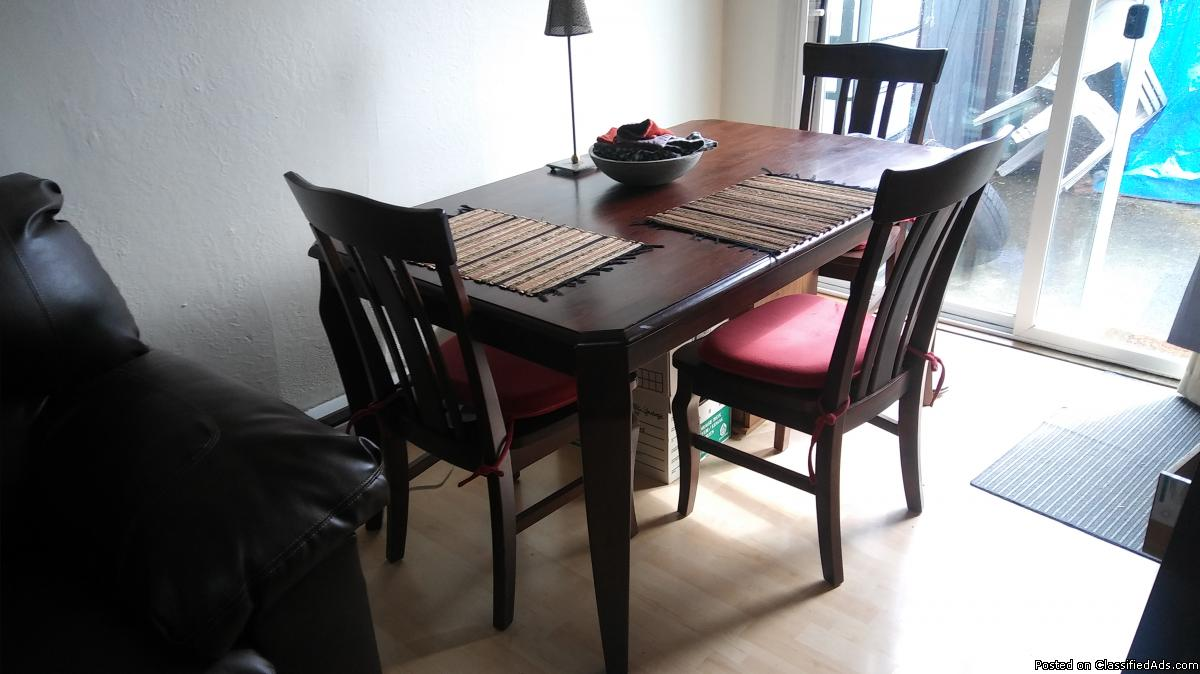 DINNING SET TABLE W/4 CHAIRS SOLID OAK - (SEA/TAC)