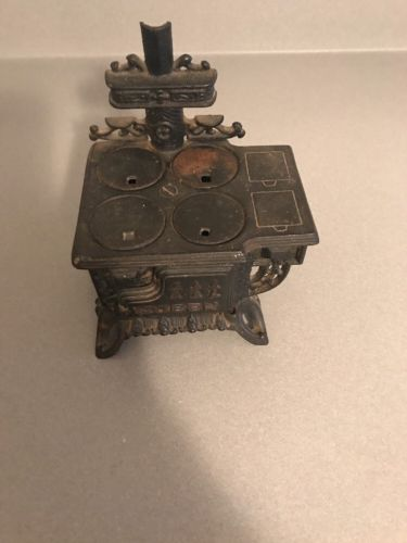 Vintage Miniature Queen Cast Iron Stove