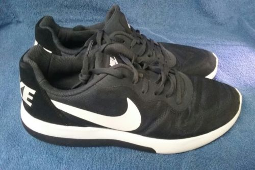 men's size 10 black lace up Nikes