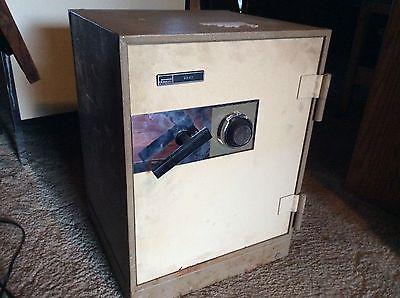 Vintage Underwriter Laboratories Inc. Safe Vault
