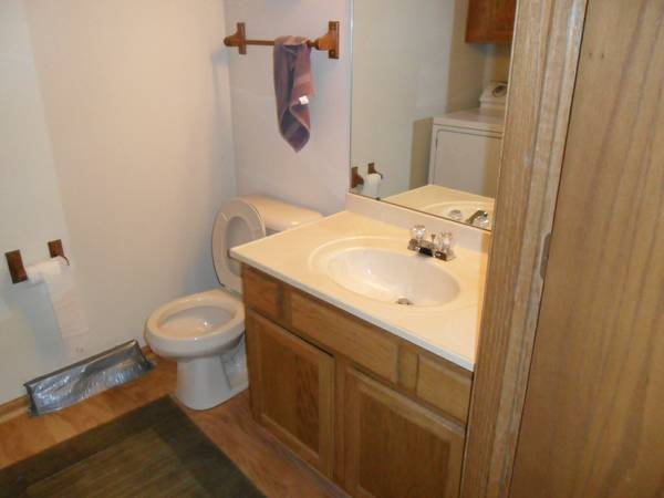 Male Roommate ALL UTILITIES INCLUDED *Attached Garage* *Pool* (Franklin)