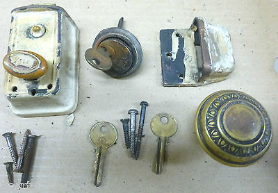 ANTIQUE YALE Door Lock/Latch with Lock Cylinder, Striker and 3 Keys, Abe Lincoln