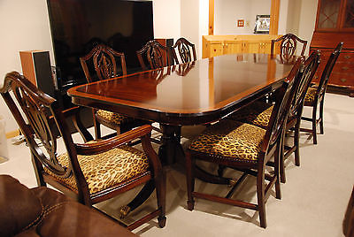 Beautiful full size mahogany Dining Room Table and Chairs