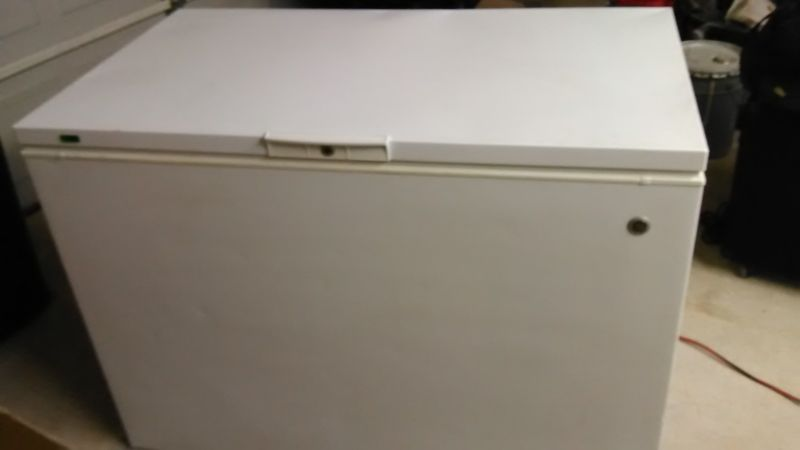 GE® 14.9 CU. FT. MANUAL DEFROST CHEST FREEZER in GREAT CONDITION