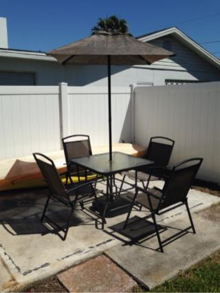 Outdoor Patio Table W/ 4 Chairs & Umbrella