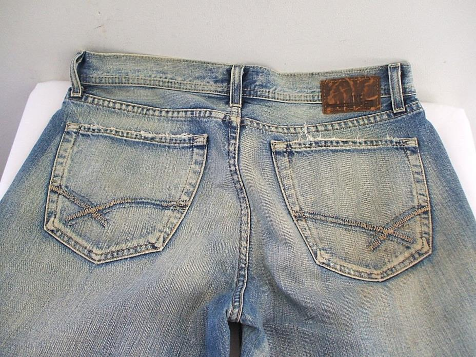 BKE BUCKLE Tyler Men's 32 x 28 Factory Distressed Light Wash Denim Blue Jeans