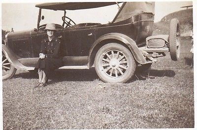 VINTAGE OLD PHOTO LADY HAT COAT CAR SPOKE WHEELS HOOD TYRES BUMPERS 1920'S