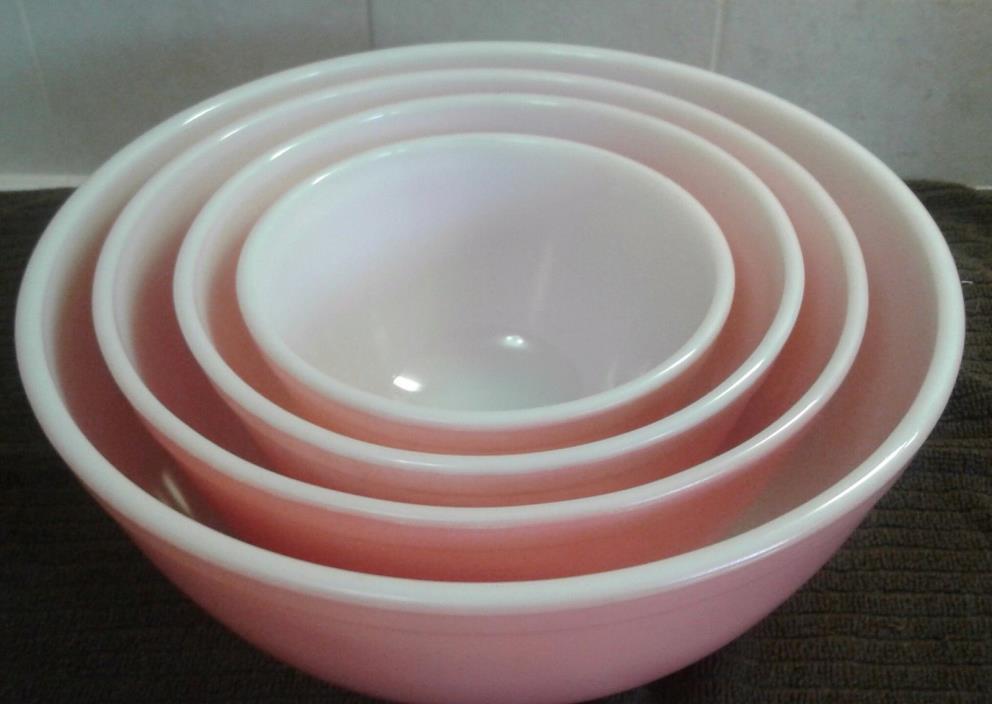Vintage Pyrex Pink Set Mixing Bowls
